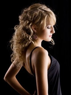 Прически для длинных вьющихся волос