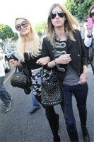 Осенняя мода: знаменитости предпочитают сумки в форме bucket
