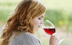 Алкоголь способен защитить женщин от болезней старости