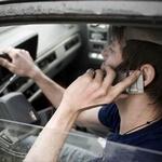 Желание общаться по мобильному за рулем вызвано расстройством психики