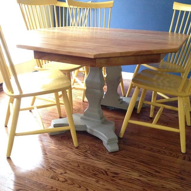 Столовые стол и стулья для кухни
